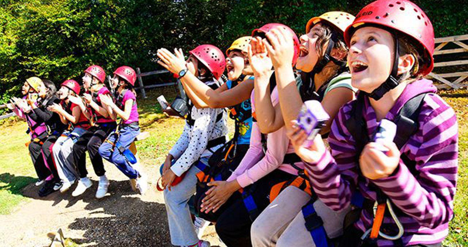 PS-C-Outdoor-climbing-girls-cheering